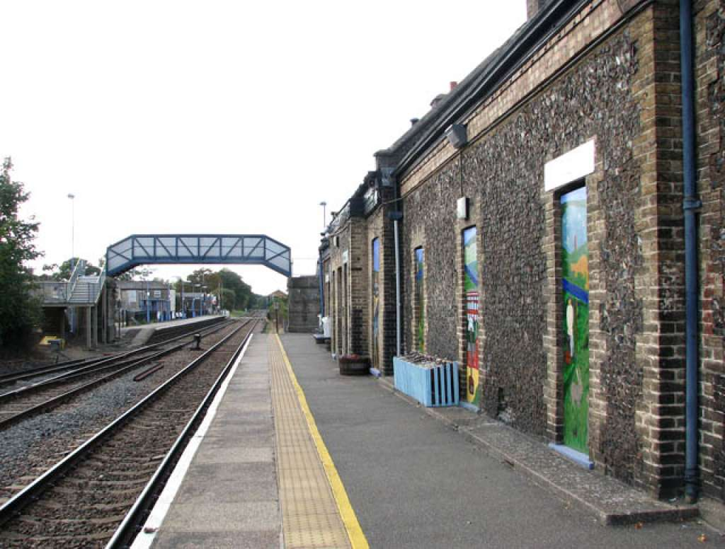 Current view east down the line towards the Station buildings (Credit: Wikipedia)