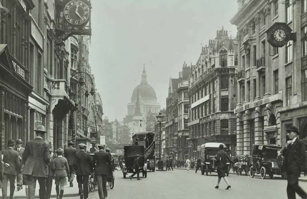 Historic view east along Fleet Street towards St Paul's in 1925 (Credit: Collage)