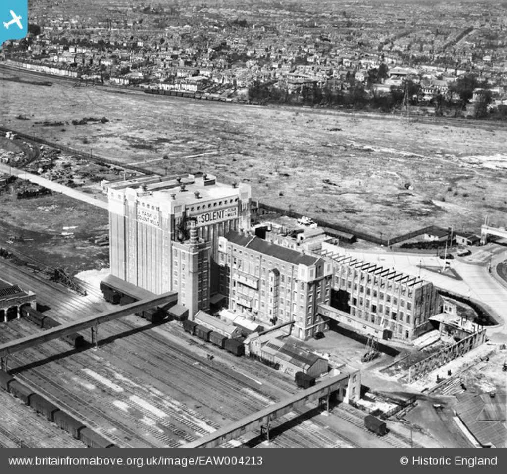 Photo of the Solent Flour Mills dating from the 1950s (Credit: Historic England)