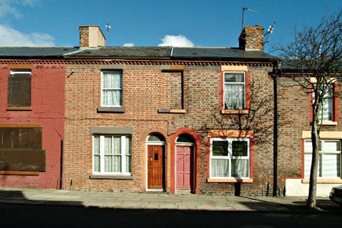 The Beatles Polska: Członkowie brytyjskiego parlamentu zdecydowali, że dom Ringo na Madryn Street zostal przeznaczony do rozbiórki.