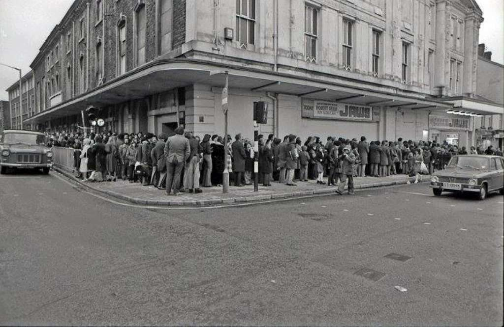 Punters queuing outside the Albert Hall for the premiere of Jaws in 1975 (Local Campaign)