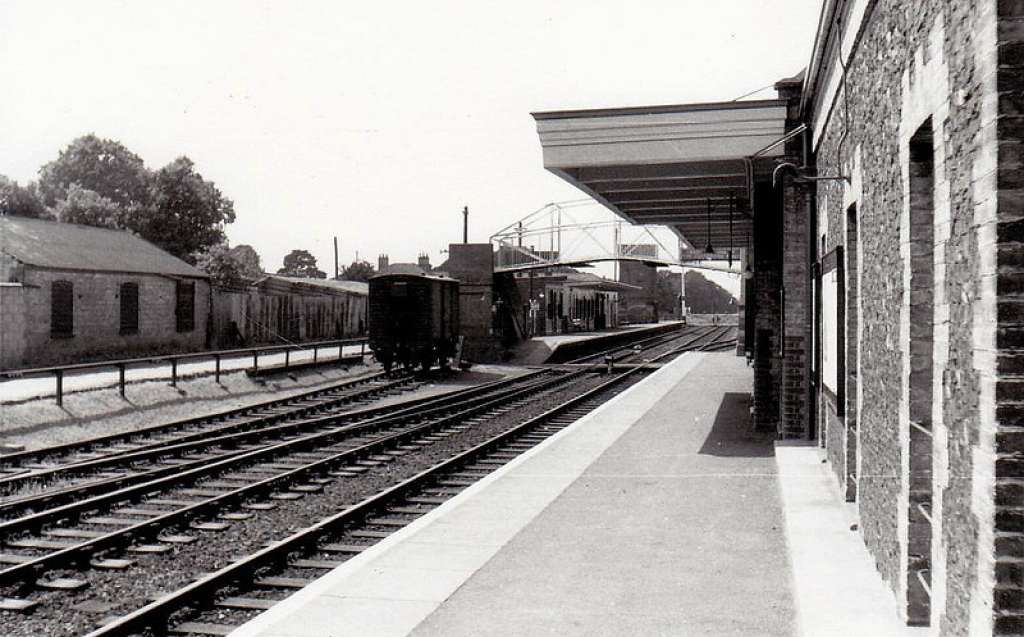 View of the station building with its canopy in 1958 (Credit: brandonsuffolk.com)