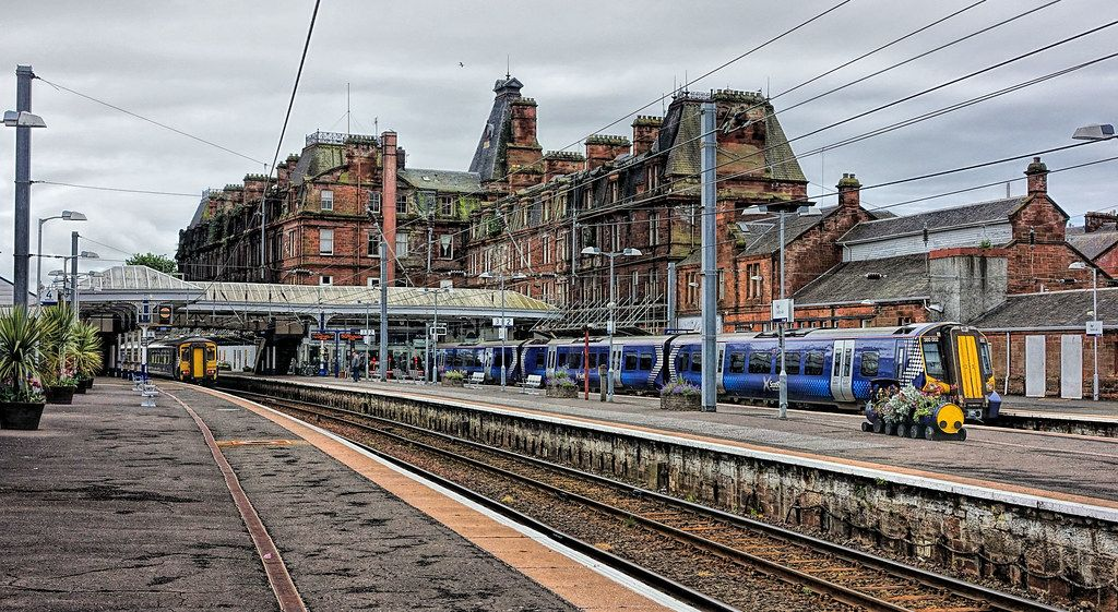 View from the platforms toward the station hotel in 2017 (Credit: savethestationhotel)